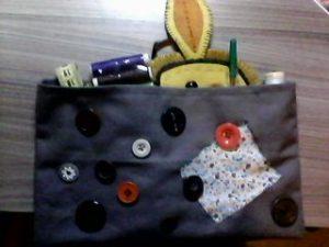 Trousse à couture avec des boutons